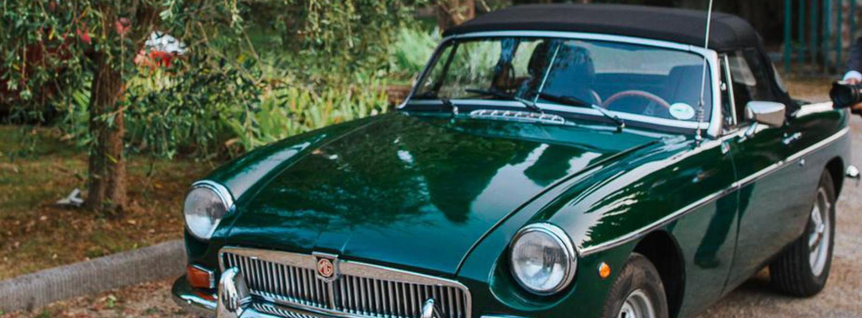 Noleggio MG B spider verde, per matrimoni e week end in Umbria
